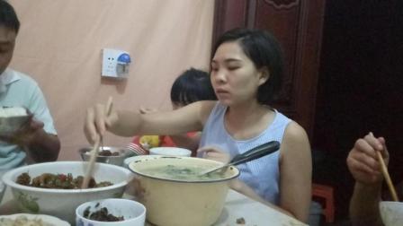 宝妈吃播美食红烧鸡肉+金针菇+臭豆浆+青菜鸡蛋汤