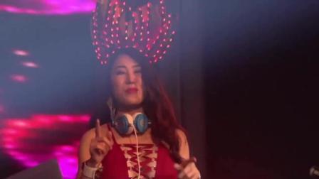 DJ何鹏《傻女人》dj舞曲, 非常好听, 2017年必火神曲