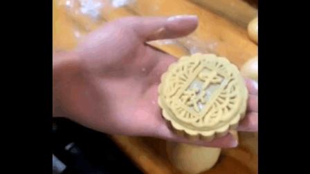 又到了中秋节, 手把手教你自己做莲蓉馅月饼, 好吃健康还无添加, 给家人露一手吧