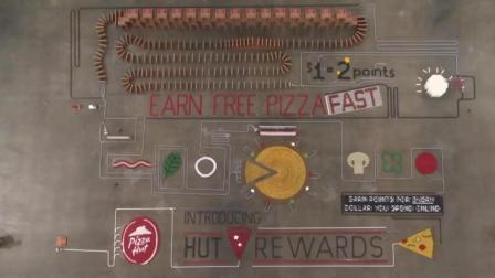 用多米诺骨牌组成比萨会是什么样的视觉盛宴呢?