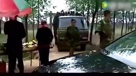 大老板路口挡军车去路, 还出言侮辱军人