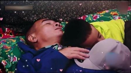 """爸爸5: 小泡芙跟爸爸钻地洞到小小春家的床头, 陈小春""""好神奇"""""""