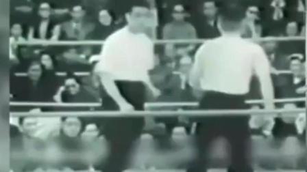 珍贵录像带: 60年代的太极比武大会, 互相的抓挠尽显实战气息!