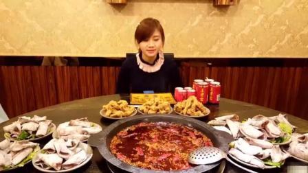 大胃王密子君! 一人我吃火锅! 一吃就吃一大桌!