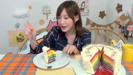 日本大胃王吃货木妹子挑战吃一个超大7层彩虹蛋糕, 很漂亮甜蜜