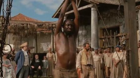 黑奴得罪白人被罚当众鞭刑, 旁边的黑人只能看着自己的同胞挨打