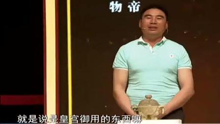 男子花10万捡漏来的玉壶, 自己以为赚到了, 鉴定结果让他紧张了!