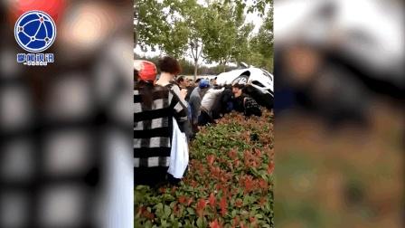 轿车失控飞撞行人 众人齐心协力掀车救人