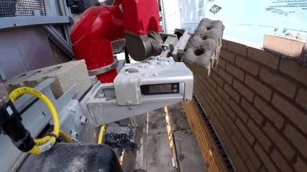 砌墙机器人一天盖好一座房, 现在连搬砖都没机会了