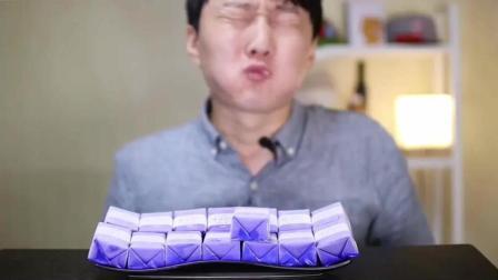 韩国小哥吃香草冰淇淋, 吃一个下去, 凉快的飞起