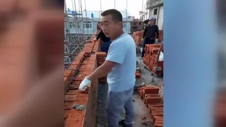 瓦工砌墙这么随便惹怒工地监理, 网友: 这样的豆腐渣工程就应该早点扒了!
