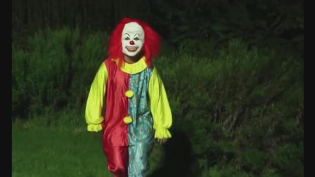 贱贱的小丑吓人恶搞又来了! (他还能拍下一集吗