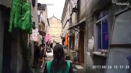 纪实采访 探访中国式红灯区 卖淫女城中村浓妆艳抹 穿着暴露 嫖客到处可见