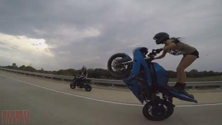 霸道性感 美女骑大摩托车公路疯狂炫特技