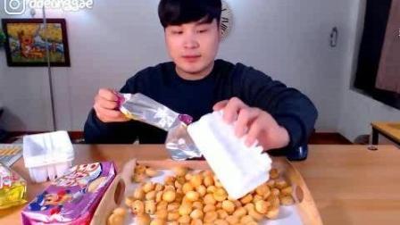 韩国吃播大胃王豪放派donkey哥哥点心时间吃三种口味的小饼干