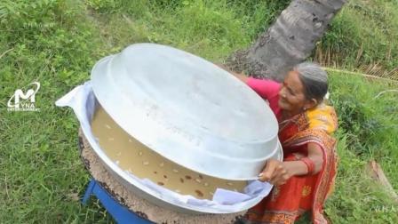 印度老奶奶拿来50个鸡蛋, 用大铝锅做大蛋糕, 看看她是什么吃法