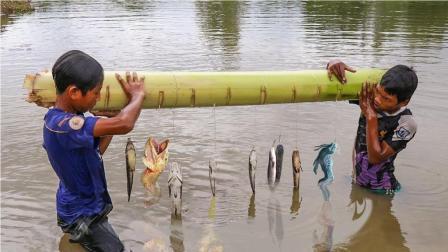 农村小孩自制的无人钓鱼系统, 一个小时拉上来一串鱼