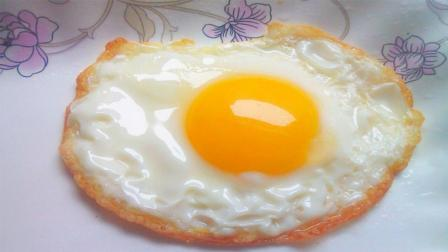大厨教你煎荷包蛋, 只要记住这个小技巧, 不管是煎什么菜, 都不会粘锅