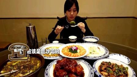 中国美女密子君挑战大胃王跑到无锡吃本地美食, 满桌子海鲜全吃掉