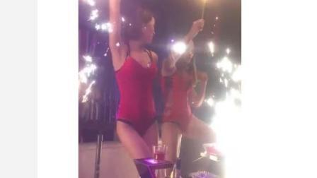 一群外围女穿着泳衣在土豪派对上性感热舞, 这种派对谁不想去?