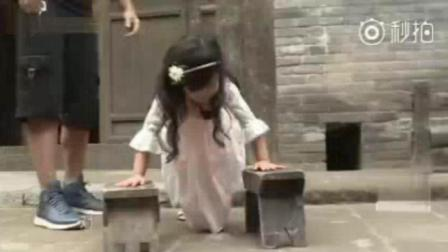 《爸爸去哪儿》小泡芙和刘畊宏的亲子健身时间, 小泡芙俯卧撑拉单杠的日常好有爱