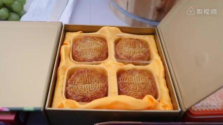老外吃了中国的榴莲月饼, 于是