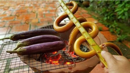 柬埔寨姑娘开饭啦! 烤鳗鱼, 烤茄子, 看的我好饿呀!