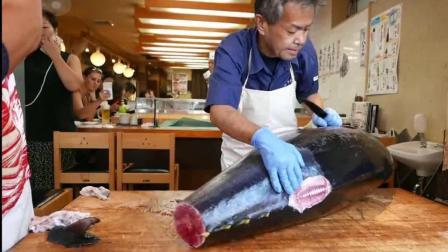 日本街头大厨处理金枪鱼刺身 刀法娴熟 偌大一条鱼分分钟变成鱼片 蘸点酱油 美味
