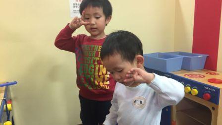 happy face 面包超人 2016 2岁的特蕾西和1岁的史蒂夫争夺玩具 特蕾西史蒂夫争夺玩具