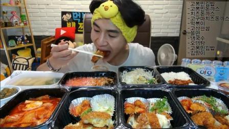 韩国大胃王奔驰哥, 吃芝士猪排, 炒年糕, 面条, 鱼糕汤, 紫菜包饭