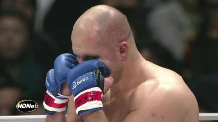 日本柔道世界冠军遇上格斗沙皇菲多, 也只能吓得步步后退!