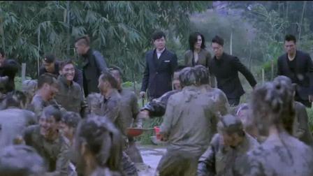 被一群少女拦住要求唱中文歌曲, 外国哥们一开口