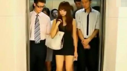 美女太狂了! 电梯超重, 竟然把衣服脱掉
