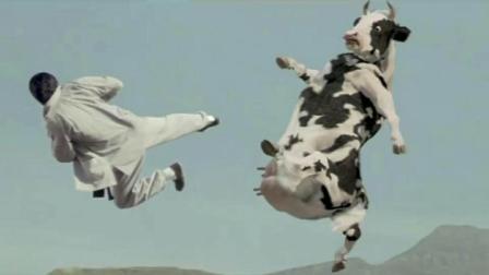 洋小伙中国功夫大战脯乳期奶牛, 电影史上经典的人兽大战之一