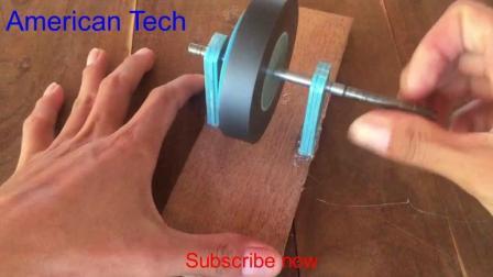 歪果仁  大家看看歪果仁自己动手制作的小型发电机
