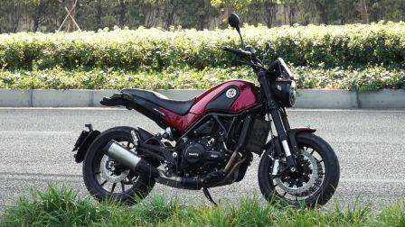 骑士网17年第17集:贝纳利幼狮500摩托车 呆子测评