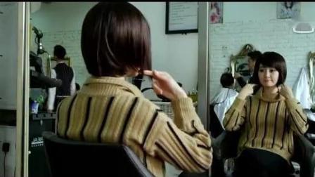 女孩在理发店不幸被接上人的头发, 一到夜里就被头发的主人跟着