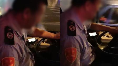 公交老司机竟当众'开车'边开车边听黄色小说!