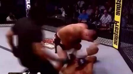 史上最残暴的UFC比赛! 血洒八角笼, 只有对攻没有后退
