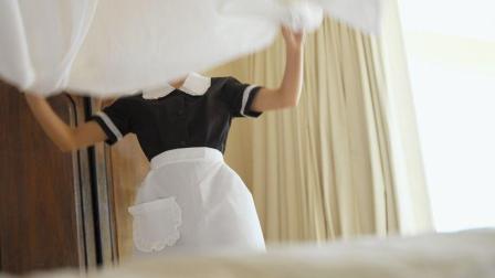 酒店女服务员在打扫房间的时候, 偶遇奇葩房客