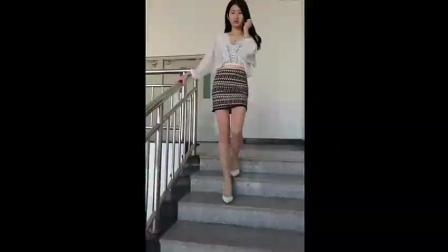 偷拍: 我的高中生女友, 这双大长腿, 看着怎么样?