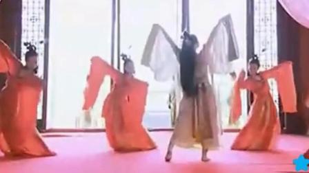 关晓彤饰演凤囚凰里山阴公主的前废帝刘子业, 一个创办独家皇宫妓院的皇帝!