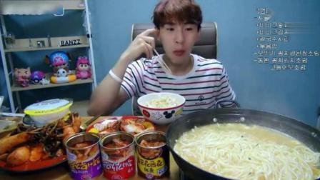 大胃王奔驰小哥一锅牛骨汤饺子, 没吃饱还得吃面和饭