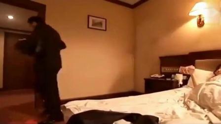 老板把女秘书潜规则后, 扔床上五万不了了之, 不料好戏还在后头