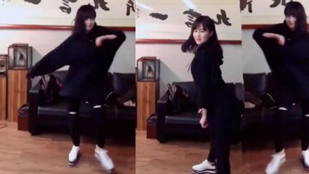 赵本山女儿直播跳热舞, 身材很好! MC九局现场喊麦《刀山火海》