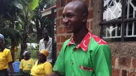 非洲人结婚新郎穿绿色衣服带绿色帽子, 好怀疑生出来的孩子是不是隔壁的老王