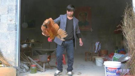 家徒四壁的农村小伙没什么好菜招待客人, 就只鸡弄一道鸡肉炖蘑菇, 客人们吃了赞不绝口