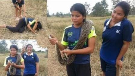 两个农村大妹野外抓蛇补贴家用, 意外抓获了一条大蟒蛇, 太高兴了