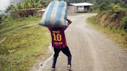 梅球王累了!当梅西扛着阿根廷前进的时候,C罗的葡萄牙在吃鸡庆祝