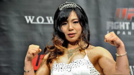 日本女MMA选手穿着大胆, 声称: 这样穿能在中国获得上亿粉丝!